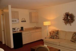Executive King Suite w/ Kitchenette Picture 3